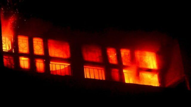 कन्या छात्रावास म आगी लगगे, धुआं म दम घुटे ले 65 छात्रा मन बेहोश