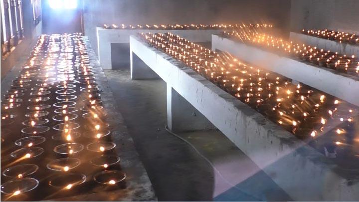 अमिताभ बच्चन के नाम के जरत हे जोत.....महामाया मंदिर म सात समंदर पार हे आस्था